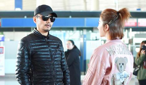 景甜张涵予机场热聊,为何会有学生遇到班主任既视感