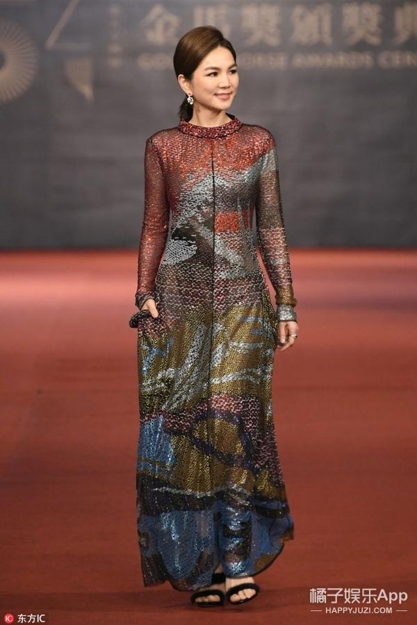 金马奖红毯:冬雨思纯合体,舒淇性感美艳,被四千万礼服惊呆