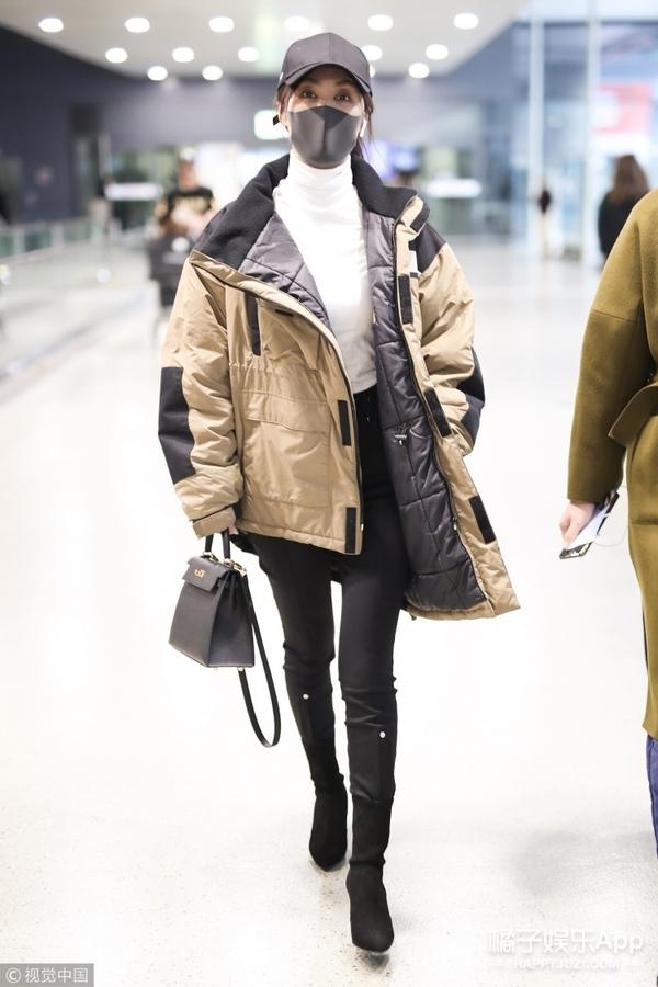 不再秀腿、穿羽绒服成必备,今年女明星们私服都走暖冬路线了