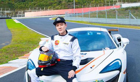 冯绍峰不止爱赛车,还加入车队了呢