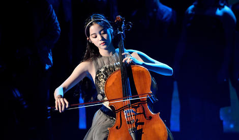 亚洲第一人!欧阳娜娜大提琴献奏NASA颁奖礼
