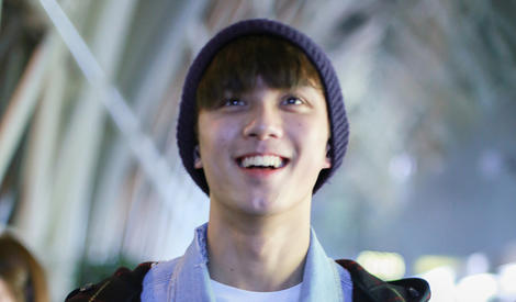 吴磊露牙式微笑,标准的阳光少年模样