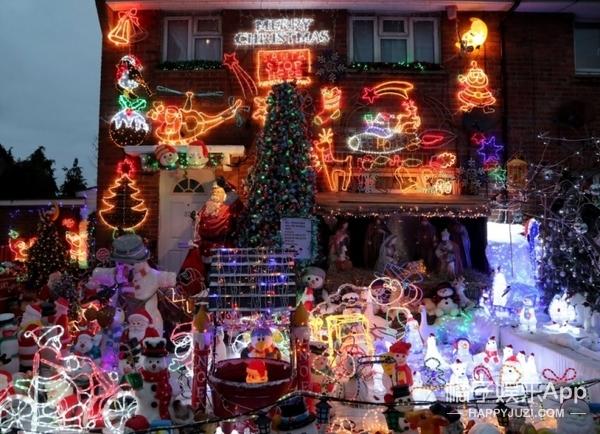 为了气邻居,他们共花了9万块把房子装扮成圣诞屋