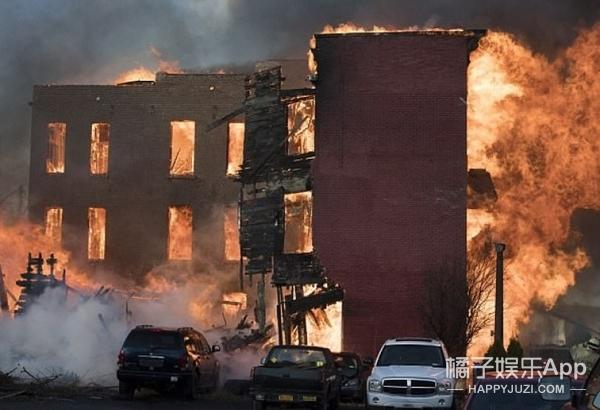 入戏太深,男子在家模仿铸剑结果引发火灾烧了21栋楼