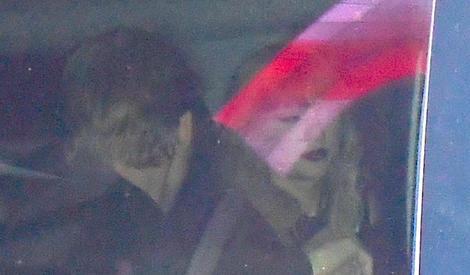 泰勒·斯威夫特与新男友罕见同框, 为保护新恋情超低调