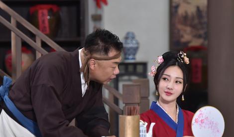 """柳岩《演员的诞生》演绎妖娆""""佟湘玉""""被赞神还原"""
