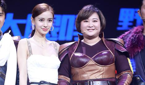 """Angelababy和贾玲参加活动,上演""""最萌体型差"""""""