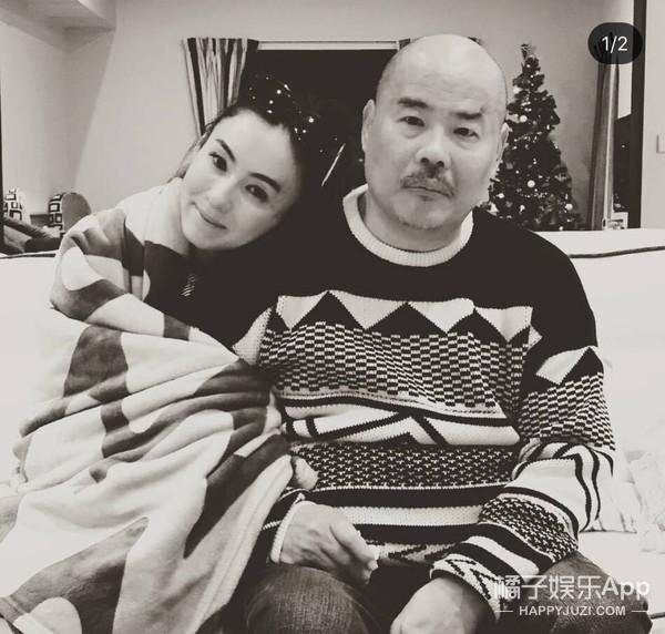 张柏芝晒出与爸爸合照!两个儿子帅气扮酷过圣诞!