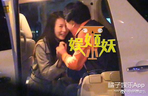 朱时茂和年轻女子车内热聊、亲密告别,这是啥情况?