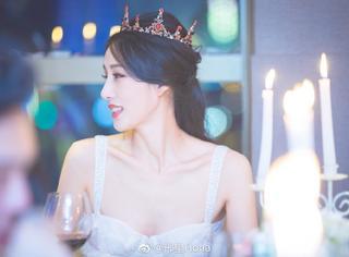 她是《非诚勿扰》最受欢迎的女神,如今连酒杯都是王室同款