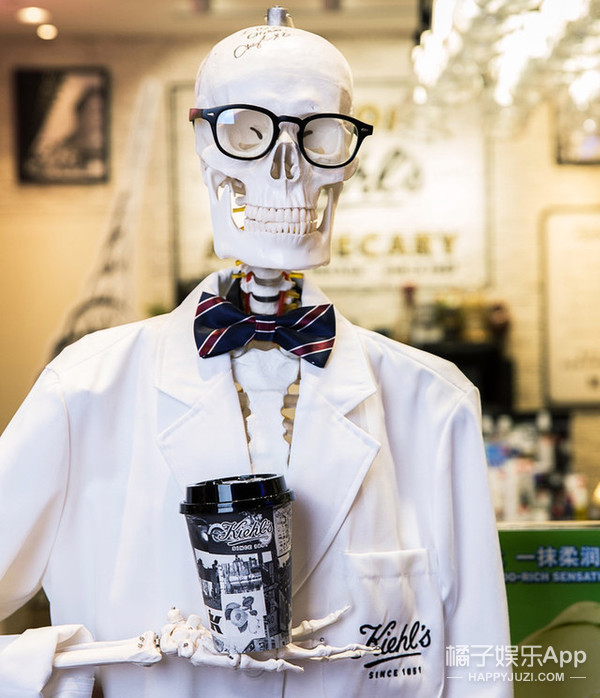 美妆大佬也开餐厅,这是要卖口红糖的节奏吗?!