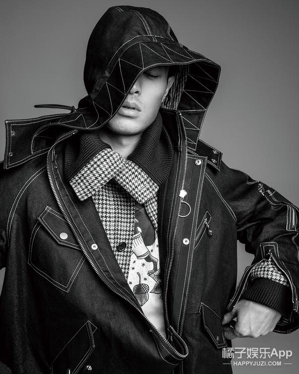 杨祐宁登开年封面,黑白演绎,牛仔酷装,穿出男友力!