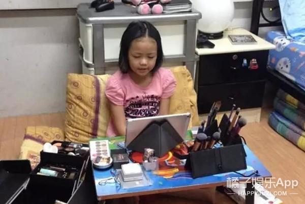 12岁泰国男孩靠化妆给家里盖了一套别墅...
