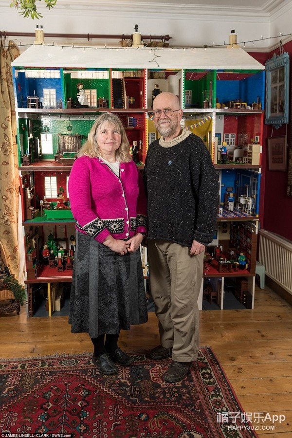 夫妻俩玩了25年乐高,今年制作的城堡里有23间屋子