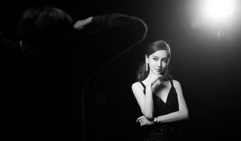 baby穿黑色透視裙宛若黑天鵝,月夜中盡情綻放你的美