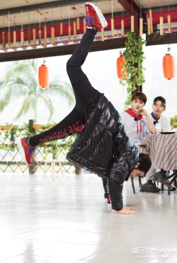 蕭敬騰挑戰前空翻,畢雯珺首秀魔方實力破記錄