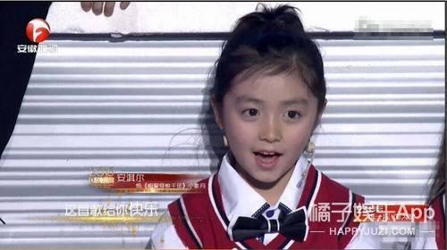 還記得《一年級·小學季》的小蘋果安淇爾嗎?她現在長這樣了