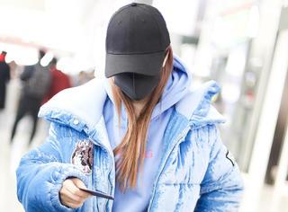 李小璐被传出轨后低调现身,戴口罩帽子遮挡严实