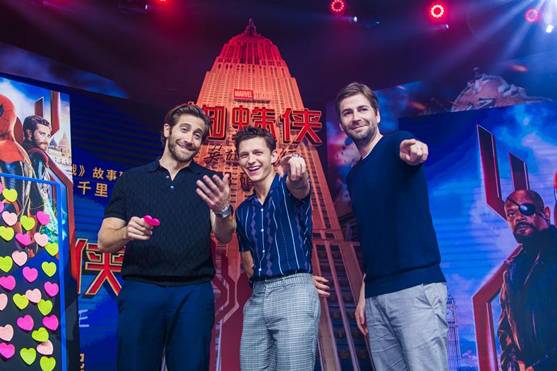 《蜘蛛侠:英雄远征》中国发布会 主创挥舞战旗大秀中国风