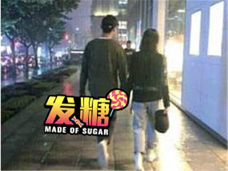 用脚隔空秀恩爱,郑爽和男友最近发的糖也太甜了吧!