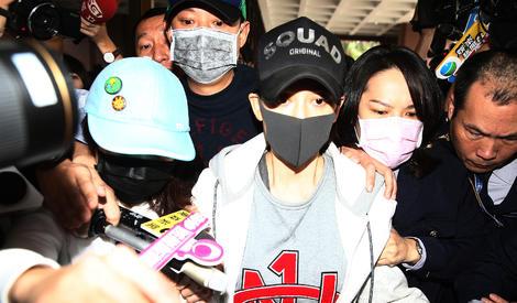 陈乔恩酒驾被保释,面对记者追问多次说:对不起