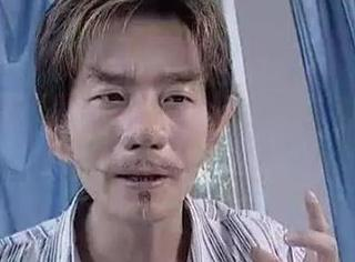 还记得《魔幻手机》中的黄眉吗?他现在长这样