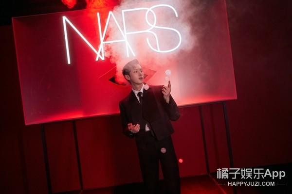 探秘云端 以吻示爱 NARS首个「飞吻空间站」登陆