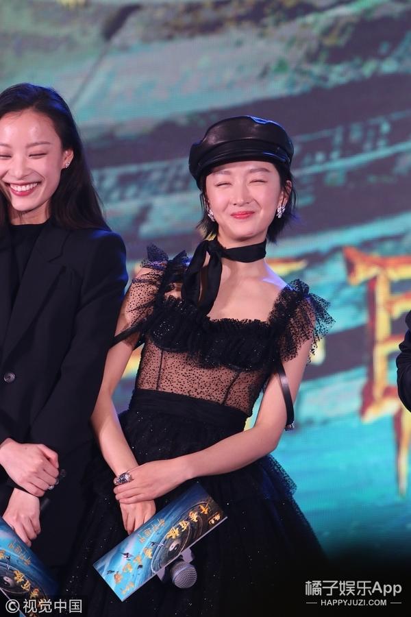 中性VS俏皮!?倪妮、周冬雨,两代谋女郎同框比美