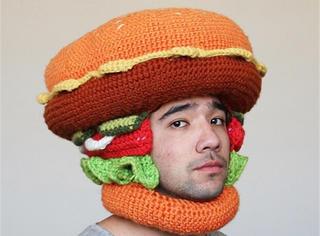 极品吃货!他把爱吃的食物都做成巨大的毛线帽