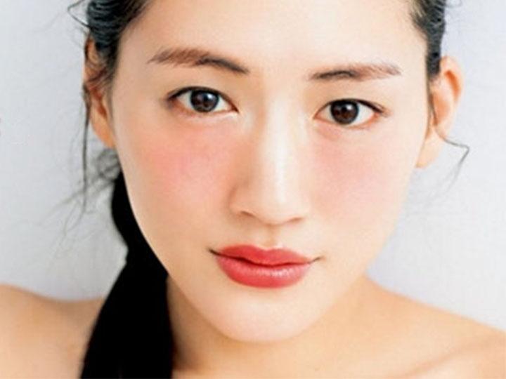 日本被一个40岁的女谐星引领了新妆容