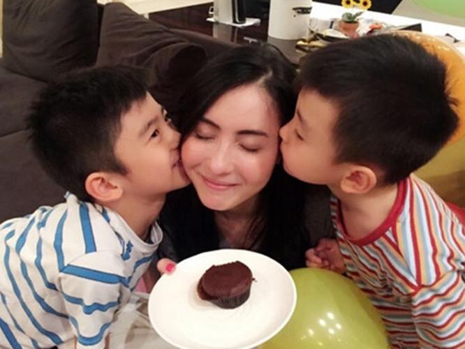 张柏芝:我最大的幸福就是陪你们一起慢慢长大