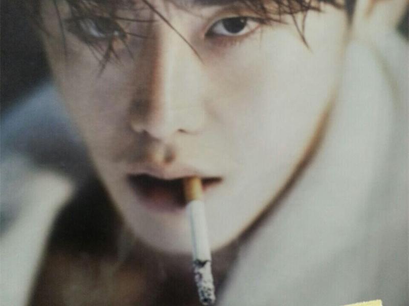 李钟硕抽烟照狂刷屏 现在连抽烟也要看脸?