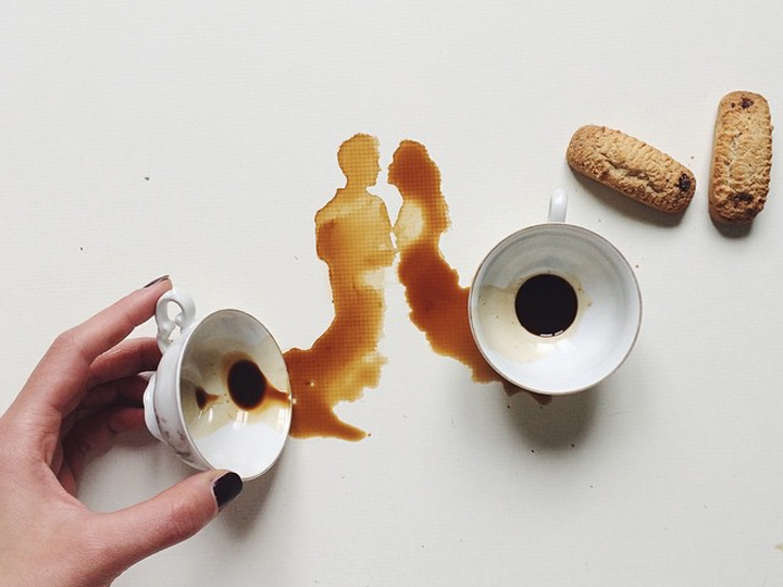 碰洒了咖啡咋办?浪费可耻不如用它来作画吧