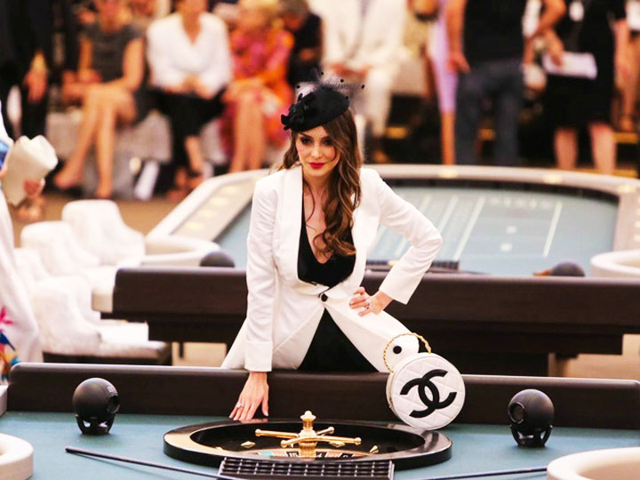 香奈儿高定 | 凑了四桌明星打麻将 你们巴黎人可真会玩儿