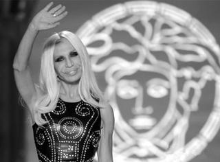 Versace高定 | 女妖美杜莎与她的明星朋友圈爆棚巴黎!