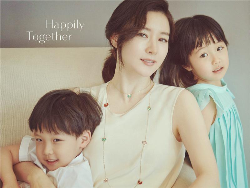 看看李英愛的兒女和老公,你就知道什么叫基因強大
