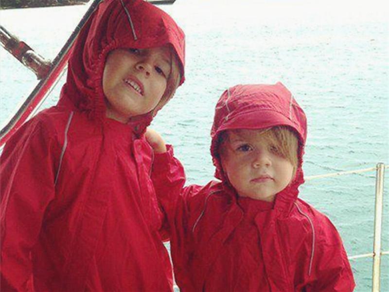 这对姐妹花,在海里上学,与海豚同班,拜自然为师