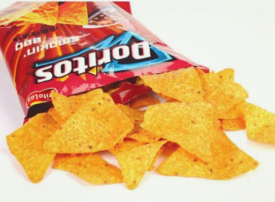 英国一学校下令禁止吃薯片 只因它差点辣死人!