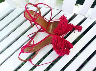 why | 全球最时髦的女人们都在刷这双红凉鞋?