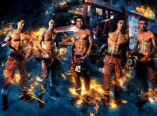 请为消防员加油!他们用强健的体魄保护着我们!