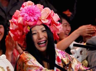 带花的女人杨二车娜姆 快男结束这八年她去哪了