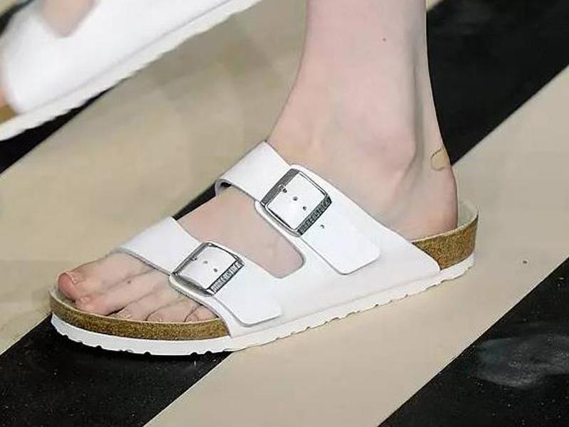 如何赚取今夏回头率?想要逆天,就靠这5种必须拥有的美鞋