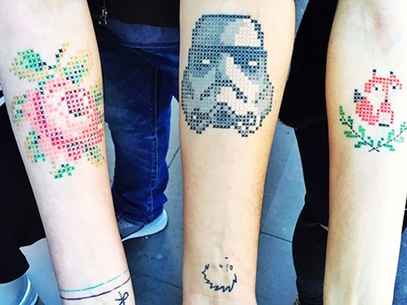 还记得小时候玩过的十字绣吗 它们已经变成时髦的纹身了