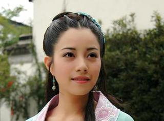 想到徐怀钰曾那么红过,如今却成了三流歌手,我就一阵心酸