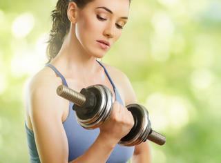 你瘦了 | 妹子们都会问的问题:到底该选多重的哑铃?