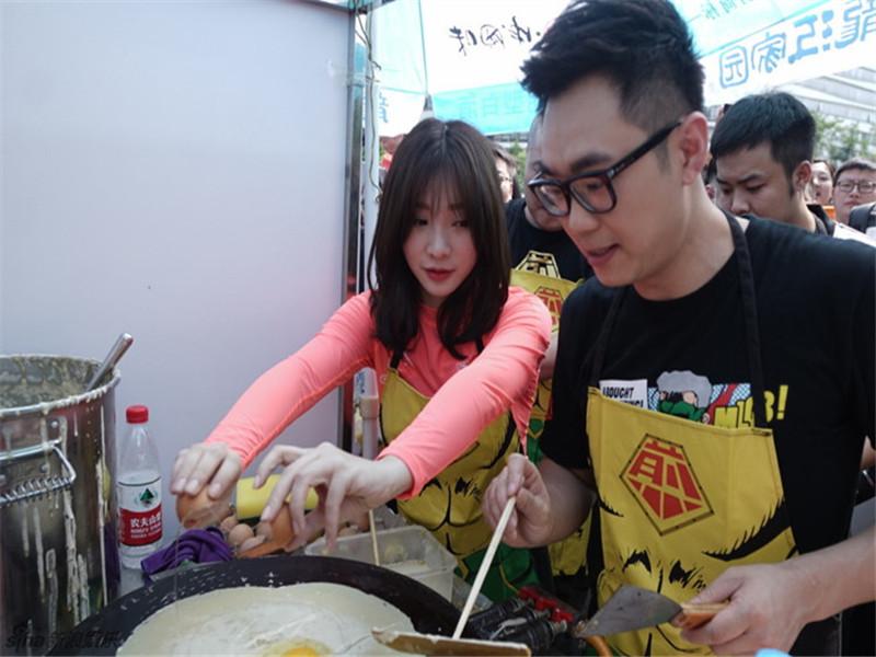 《煎饼侠》破9亿 | 大鹏柳岩望京练摊儿:请收下这套煎饼果子!