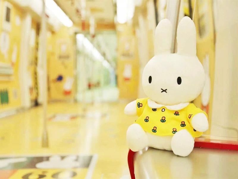 广州开了一列Miffy主题的地铁 一种走进晨光文具的感觉