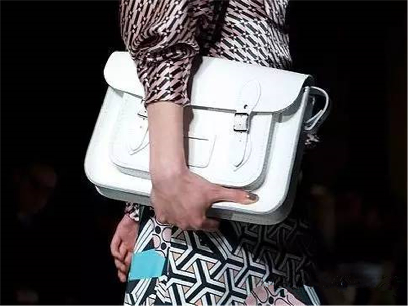 就算你月入只有1500,一样能买到这10款时髦包袋!