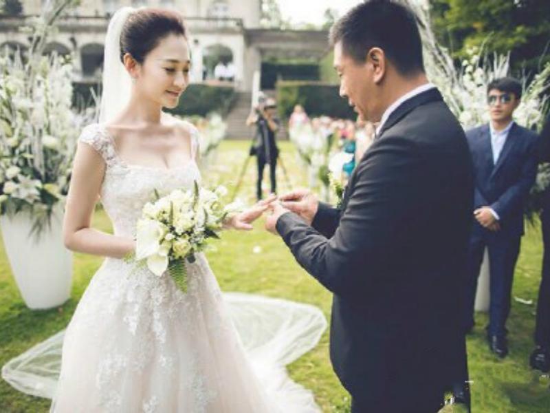 李小冉与16年男闺蜜举办婚礼 简直是史上最励志的男闺蜜!