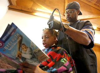 用读书付款,这个理发师为孩子做的事让所有人点赞!